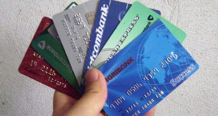 Mỗi người thường dùng nhiều loại thẻ ngân hàng