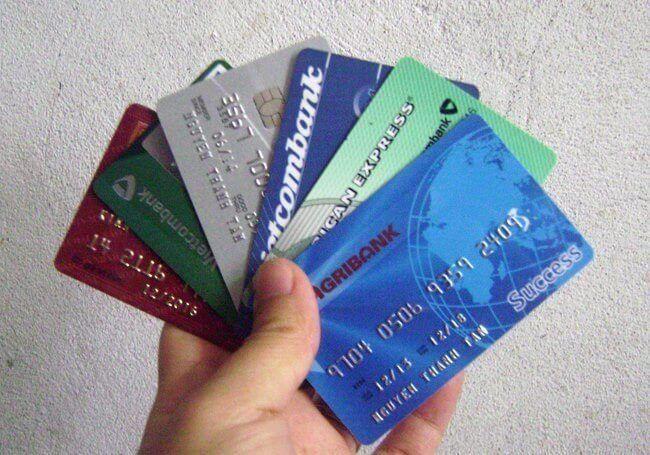 Mỗi người thường dùng khá nhiều loại thẻ ngân hàng khác nhau
