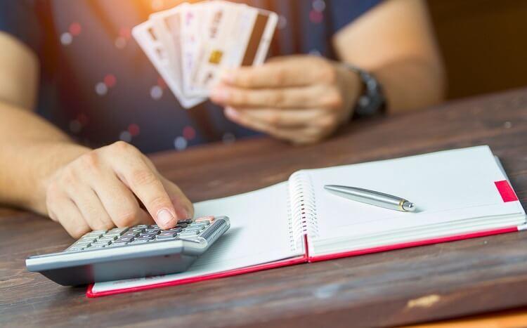 Cẩn thận với các loại phí khi sử dụng thẻ tín dụng