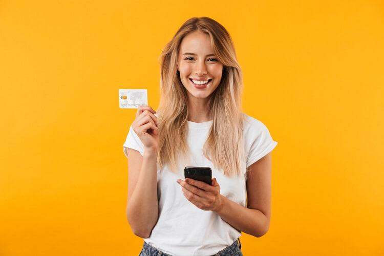 Thẻ tín dụng vs Thẻ ghi nợ