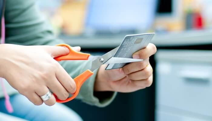 Chia sẻ cách hủy thẻ tín dụng