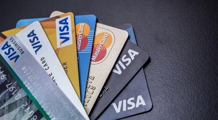 Nên làm thẻ Visa ngân hàng nào?