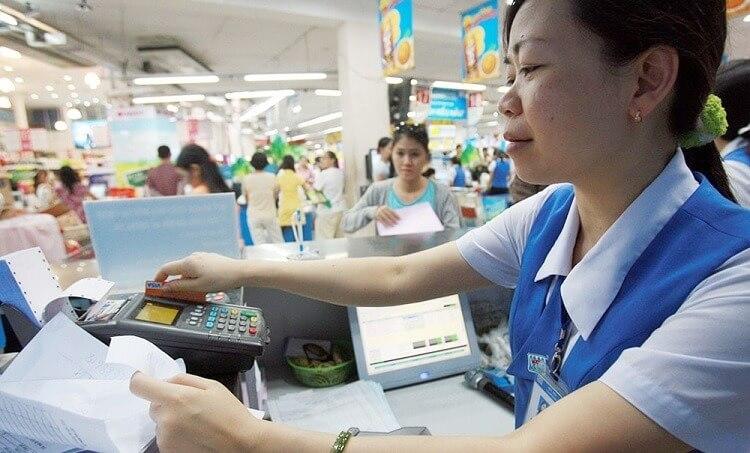 Thẻ ATM giúp bạn thực hiện các giao dịch ở máy ATM hoặc các điểm chấp nhận thẻ