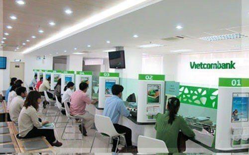Ở Vietcombank bạn thường xuyên phải xếp hàng rất đông