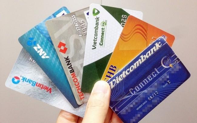 Làm thẻ ATM ngân hàng nào không mất phí?
