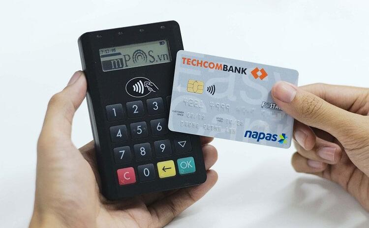 Thẻ ATM không tiếp xúc Techcombank