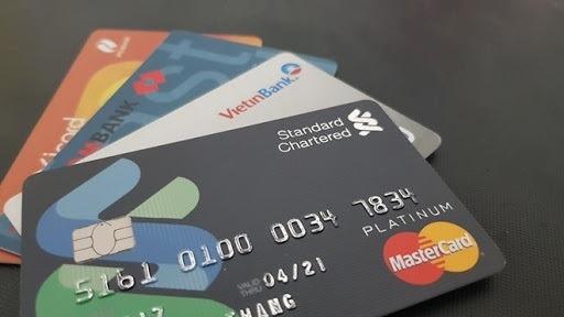 Thẻ tín dụng không có chữ Debit trên mặt thẻ